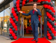 De Spreekstalmeester opent een nieuwe winkel voor Hans Anders